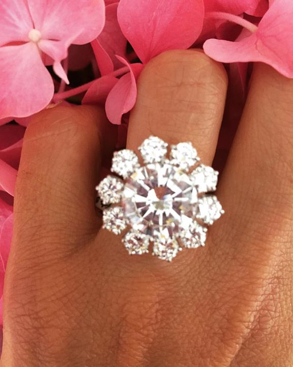 shines at Christmas with this beautiful ring.....